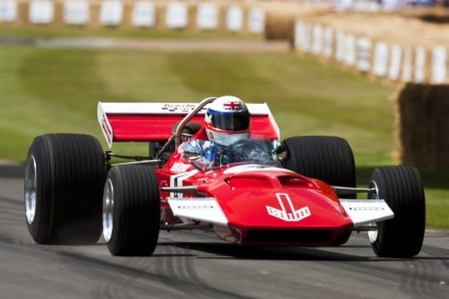 Derek%20Bell%20drives%20Surtees%20TS7%20at%20FOS