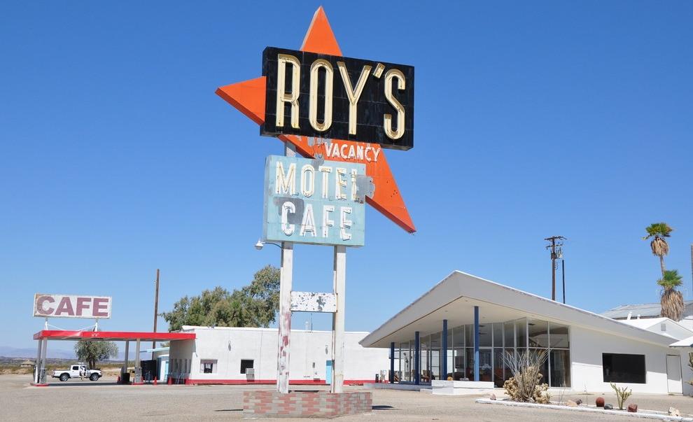roys-motel-cafe-route-66-246157f0-5a8a-4bd3-8178-42a6f65d770d