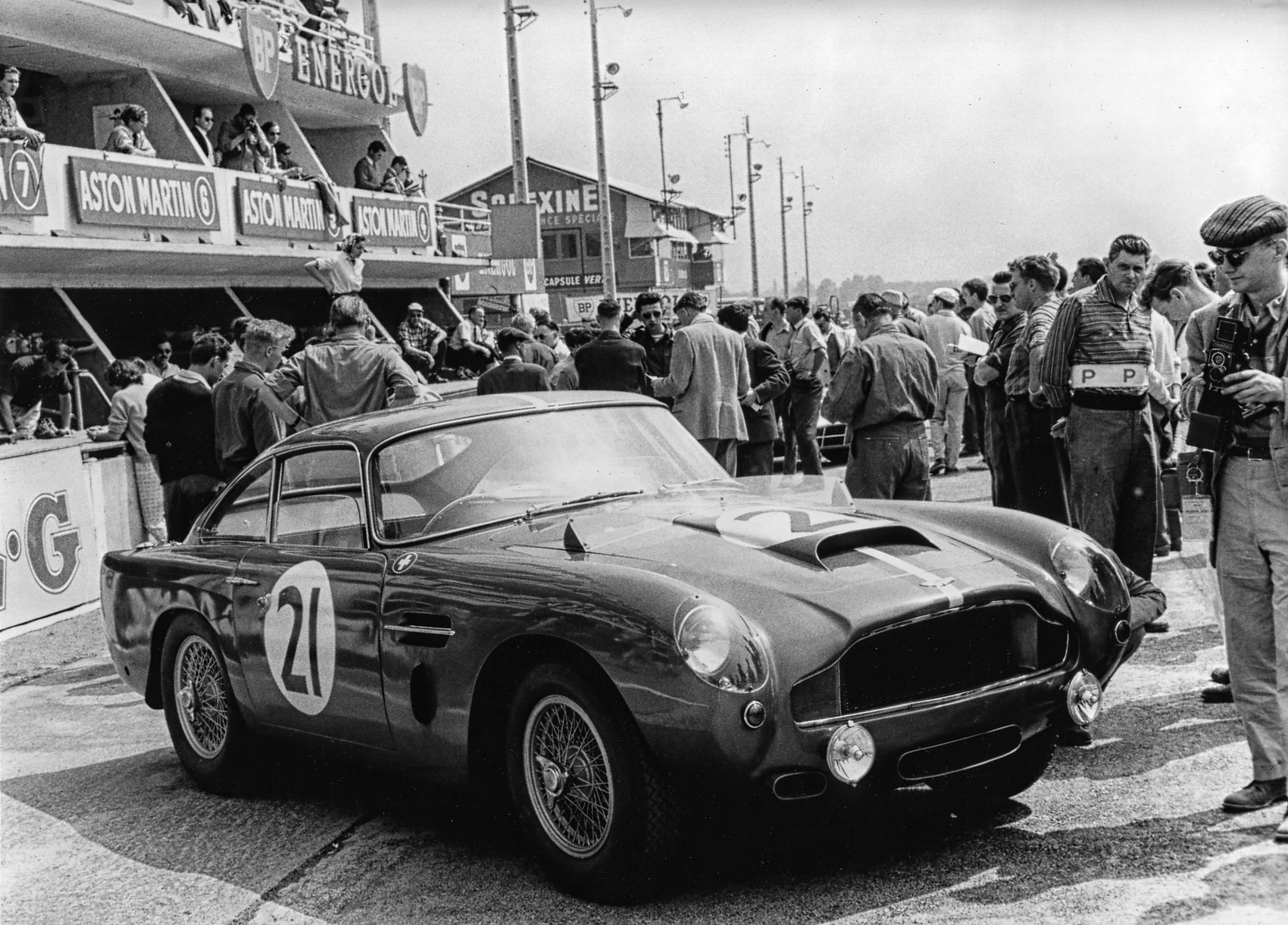 aston-martin_DB4-GT_Continuation_recreation_ruoteclassiche
