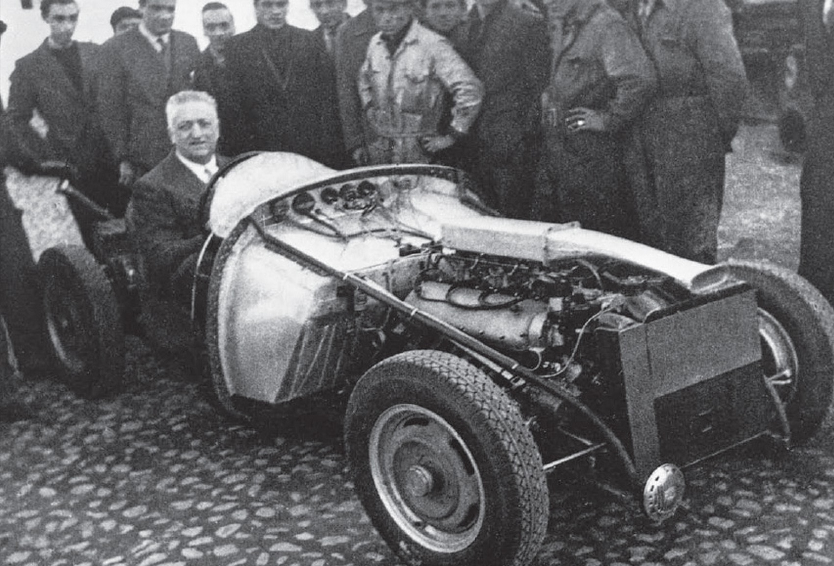 ferrari-125-s-v12-enzo-ferrari-12-marzo-1947-ruoteclassiche_12