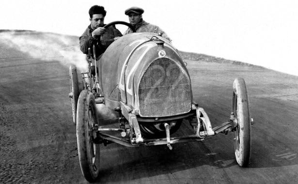 La vita di Enzo Ferrari per immagini