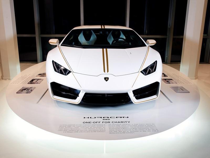 Lamborghini Papa Francesco