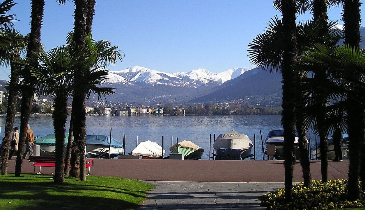 Lungolago_di_Paradiso,_Lugano_2004OK